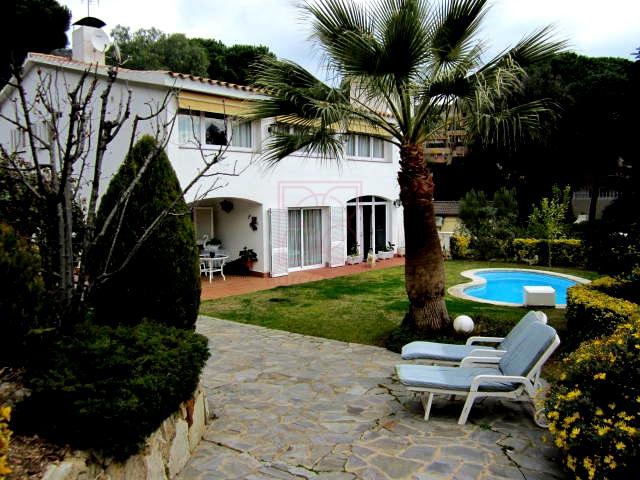 Casa en venta en Cabrils. Excelente ubicación y entorno.