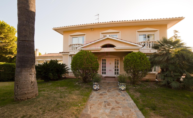 Casa en Vilassar de Dalt. Elegancia clásica.